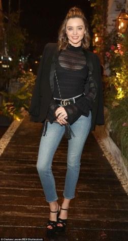 3cbf07c900000578-0-denim_dream_miranda_kerr_33_showed_off_a_pair_of_her_new_jeans_a-m-87_1486011421811